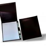 ab1555 – Porta bloco com bolso interno porta caneta e costura externa detalhe.